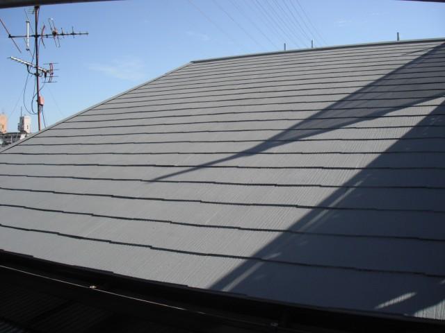 屋根にガイナの塗装完了