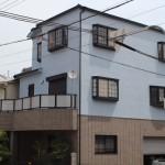 色褪せた家の外壁をローラーでムラなく塗装 大阪市旭区